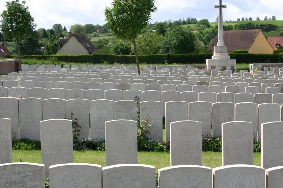 1 Bray_Military_Cemetery